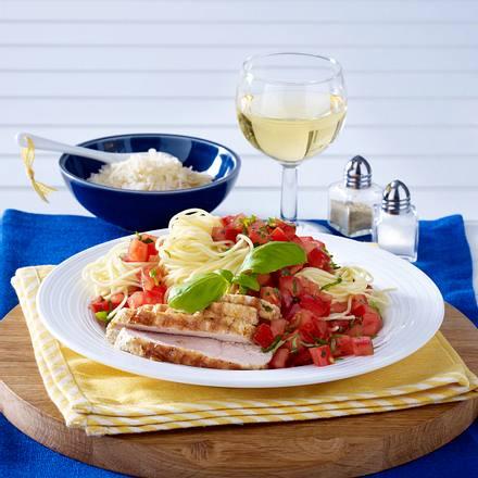 Nudeln mit Tomaten und Basilikum Rezept