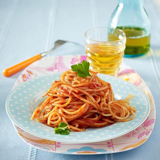 Nudeln mit Tomatensoße Rezept