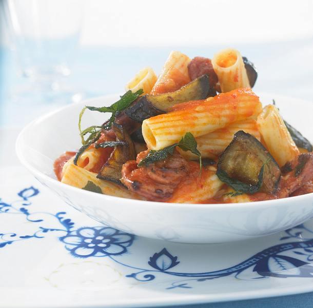 Nudeln mit Tomatensoße und Salsicce-Wurst Rezept
