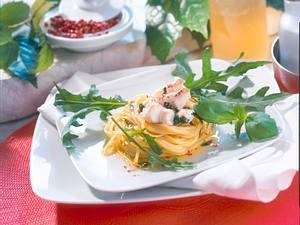 Nudelnest mit feinem Fischsalat Rezept