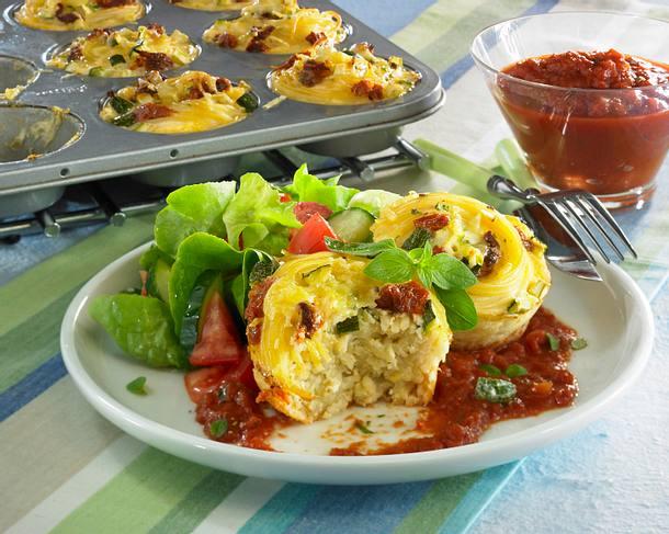 Nudelnester mit Tomatensoße Rezept