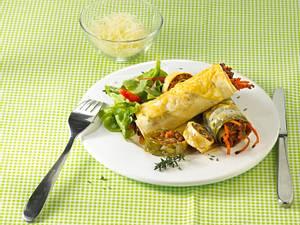 Nudelrouladen mit Kräutersoße und Salat Rezept