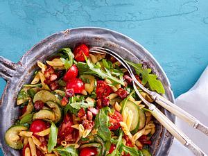 Nudelsalat mit Bacon und Tomatendressing Rezept