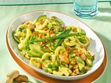 Nudelsalat mit Erdnüssen Rezept