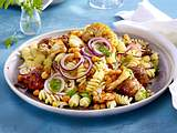 Nudelsalat mit geröstetem Blumenkohl und Hackbällchen Rezept