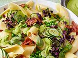 Nudelsalat mit knusprigem Bacon und grünem Erbsen-Dressing Rezept