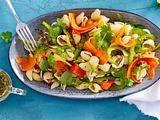 Nudelsalat mit Kräuterdressing und Papaya Rezept