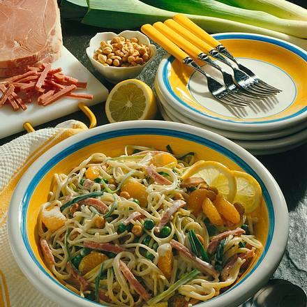 Nudelsalat mit Mandarinen und Schinken Rezept