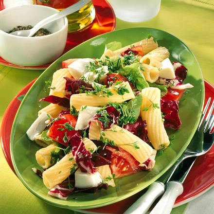 Nudelsalat mit Mozzarella & Tomaten Rezept