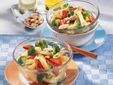 Nudelsalat mit Paprika-Mandel-Soße Rezept