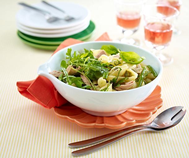 Nudelsalat mit Rauke und Thunfisch in Knoblauch-Marinade Rezept