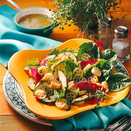 Nudelsalat mit Zucchini Rezept