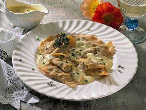 Nudeltaschen mit Auberginenfüllung und Thymian-Käse-Soße Rezept