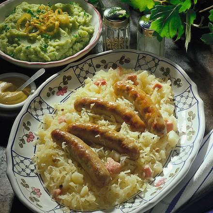 Nürnberger Bratwürste auf Sauerkraut Rezept