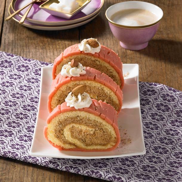 Nuss-Marzipan-Biskuitrolle Rezept