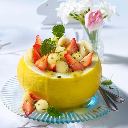Obstsalat in Melonenhälften Rezept