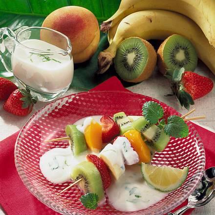 Obstspieße mit Joghurt-Limettensoße Rezept