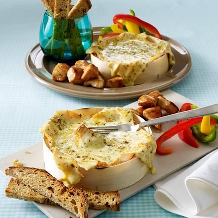 Ofen-Fondue mit Paprika, Putenbrust und Brotsticks Rezept