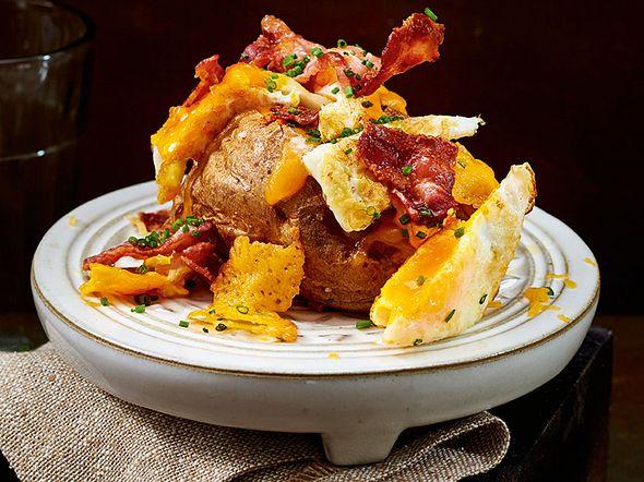 Ofenkartoffel Strandläufer mit Bacon & Spiegelei Rezept