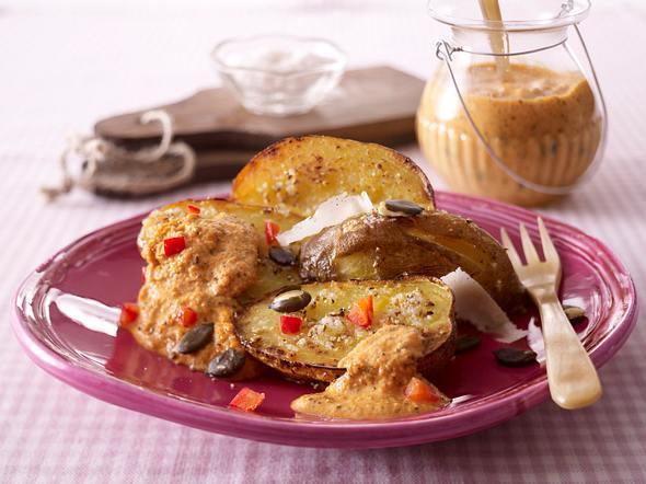 Ofenkartoffeln mit Paprika-Kürbiskern-Pesto Rezept