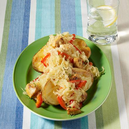 Ofenkartoffeln mit Puten-Sauerkraut-Ragout Rezept