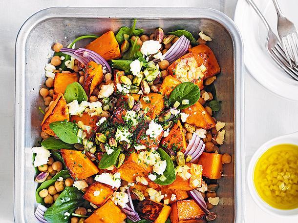 Ofenkürbis-Spinat-Salat mit Ziegenkäse Rezept