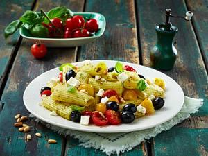 Oliven-Feta-Pasta mit Tomaten Rezept
