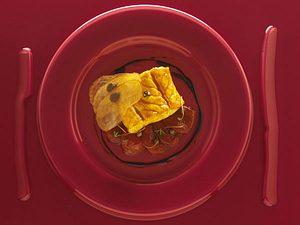 Olivengespicktes Wolfsbarschfilet mit Tomaten, Zitronenzesten, Kapern und altem Essig (Alain Ducasse) Rezept