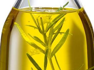 Olivenöl mit Thymian und Zitronenschale Rezept