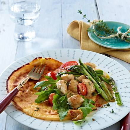 Omelett mit grünem Spargel-Hähnchen-Ragout Rezept
