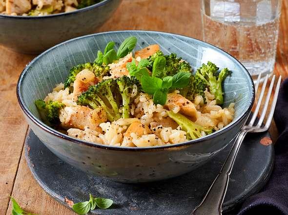 One-Pot-Reis mit Hähnchen und Basilikum Rezept