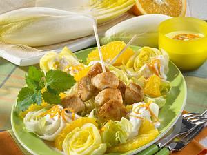 Orangen-Chicorée-Salat in Joghurt-Sahne-Soße mit Putenspießen Rezept