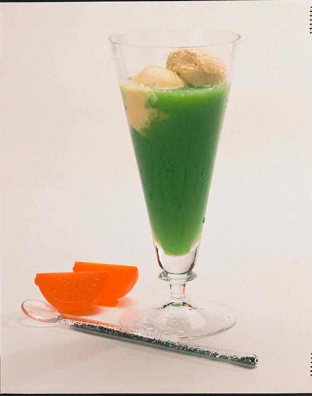 Orangen-Drink mit Eis Rezept