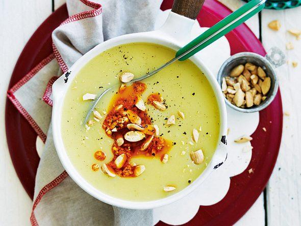 Orangen-Kartoffelsuppe mit Currymandeln Rezept