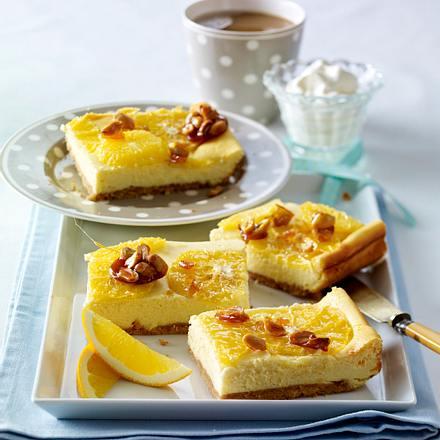 Orangenkäseblechkuchen mit Erdnusskrokant Rezept