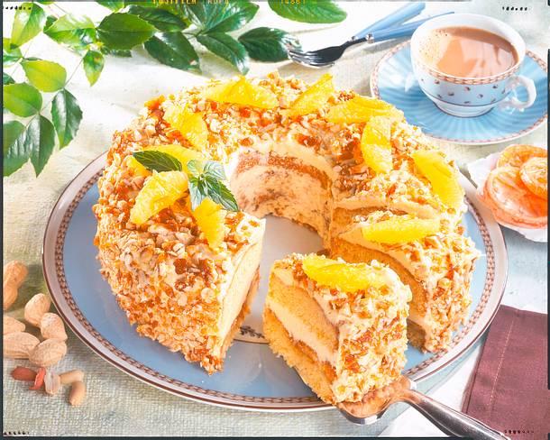 Orangenkranz mit Erdnusskrokant Rezept