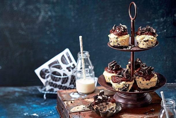 Oreo-Cheesecake-Cupcakes mit grandiosem Schokotopping Rezept