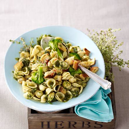 Orecchiette mit Thymian-Pesto und Chili-Bröseln Rezept