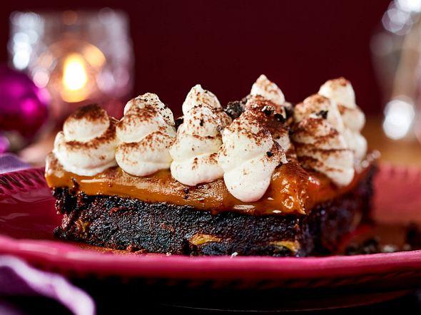 Oreo-Banoffee-Pie mit Schmandtupfen Rezept