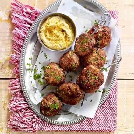 Orientalische Lamm-Frikadellen mit Curry-Dip Rezept
