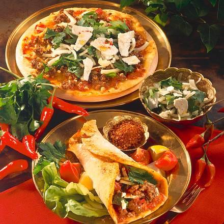 orientalische pizza rezept chefkoch rezepte auf kochen backen und schnelle gerichte. Black Bedroom Furniture Sets. Home Design Ideas