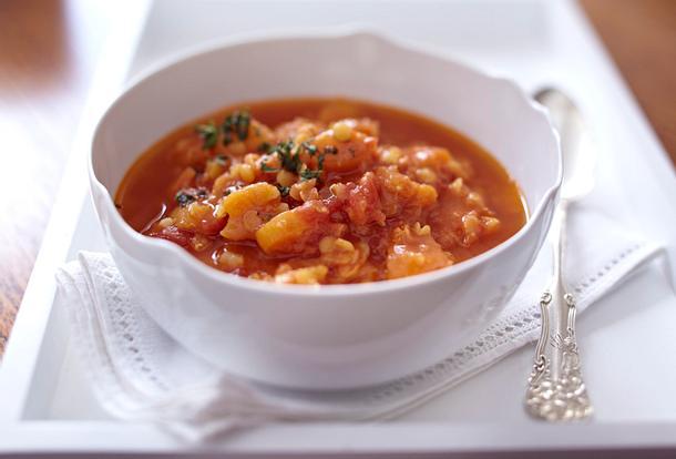 Orientalische Rote-Linsen-Suppe mit Aprikosen (Cynthia Barcomi) Rezept