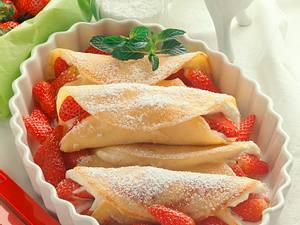 Palatschinken mit Erdbeer-Quarkfüllung Rezept