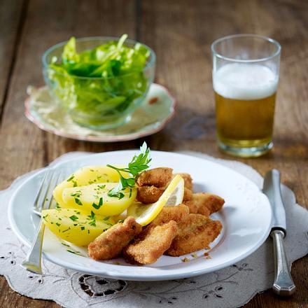Palisover Schnitzel (panierte Schnitzelwürfel) mit Petersilienkartoffeln Rezept