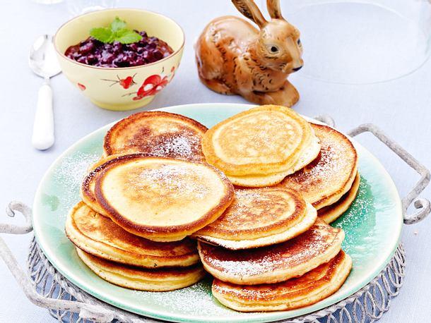 Pancakes mit Blaubeersoße
