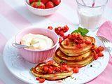 Pancakes mit Frischkäsecreme und Erdbeer-Minz-Tatar Rezept