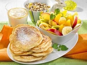 Pancakes mit Obstsalat Rezept