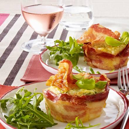 Pancetta-Nester mit Parmesan-Eiersahne Rezept