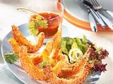 Panierte Sesam-Kürbisspalten mit süß-saurer Soße und Salat Rezept
