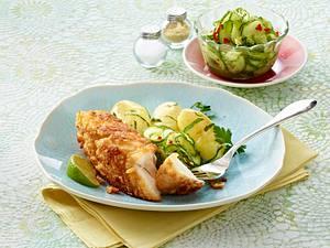 Paniertes Seelachsfilet mit Gurkensalat und Salzkartoffeln Rezept